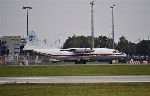 Літак, що здійснив аварійну посадку біля Львову, замішаний у контрабандному скандалі в Ужгороді, фото-2