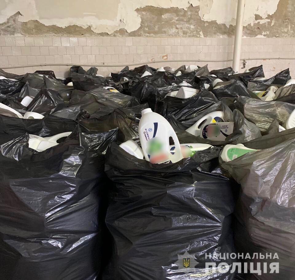 """""""Поприбирали"""": На Закарпатті викрили цех із виготовлення фальсифікату побутової хімії та 100 тонн """"продукції"""" (ФОТО), фото-6"""