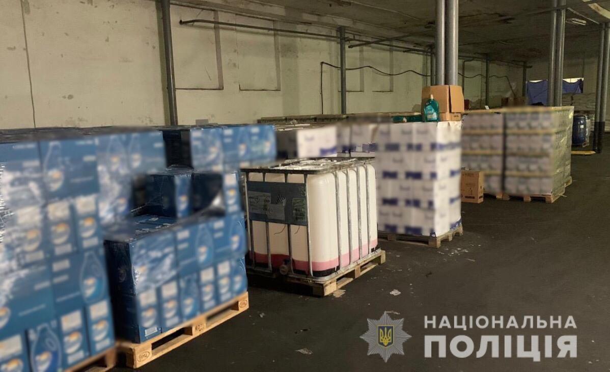 """""""Поприбирали"""": На Закарпатті викрили цех із виготовлення фальсифікату побутової хімії та 100 тонн """"продукції"""" (ФОТО), фото-3"""