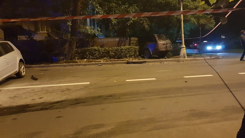 Офіційно про нічну ДТП в Ужгороді: у зіткненні Volkswagen та Range Rover постраждало 4 осіб (ФОТО, ВІДЕО), фото-1