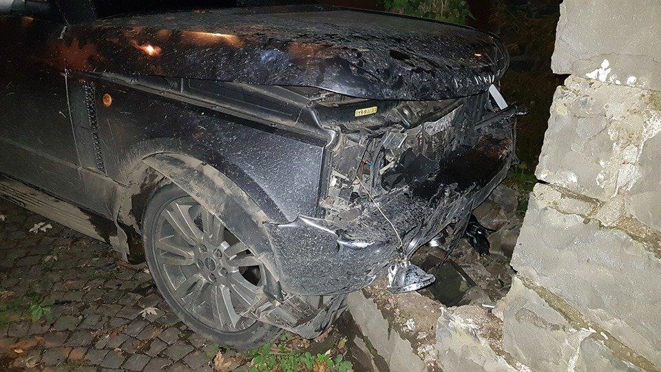 Офіційно про нічну ДТП в Ужгороді: у зіткненні Volkswagen та Range Rover постраждало 4 осіб (ФОТО, ВІДЕО), фото-4