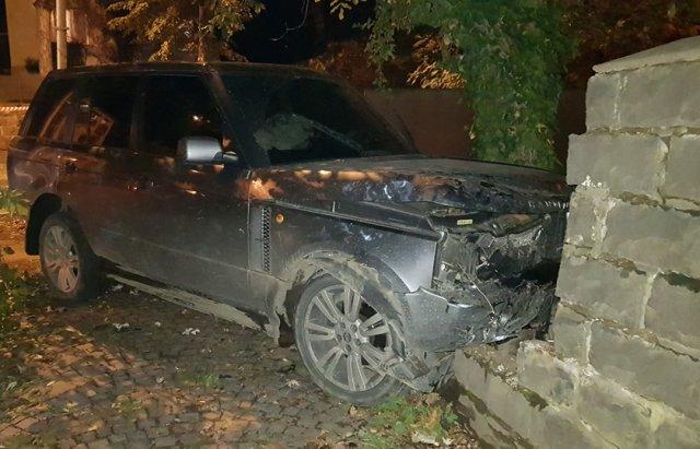 Лобове зіткнення VW та Land Rover в Ужгороді - перекрито частину Собранецької (ФОТО), фото-2