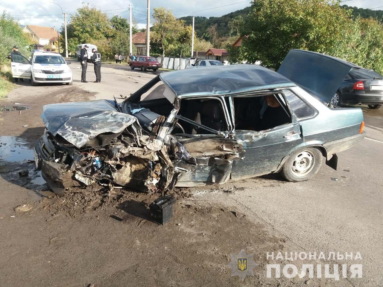 ДТП з постраждалими: Офіційні подробиці зіткнення ВАЗ та рейсового автобусу на Мукачівщині (ФОТО), фото-1
