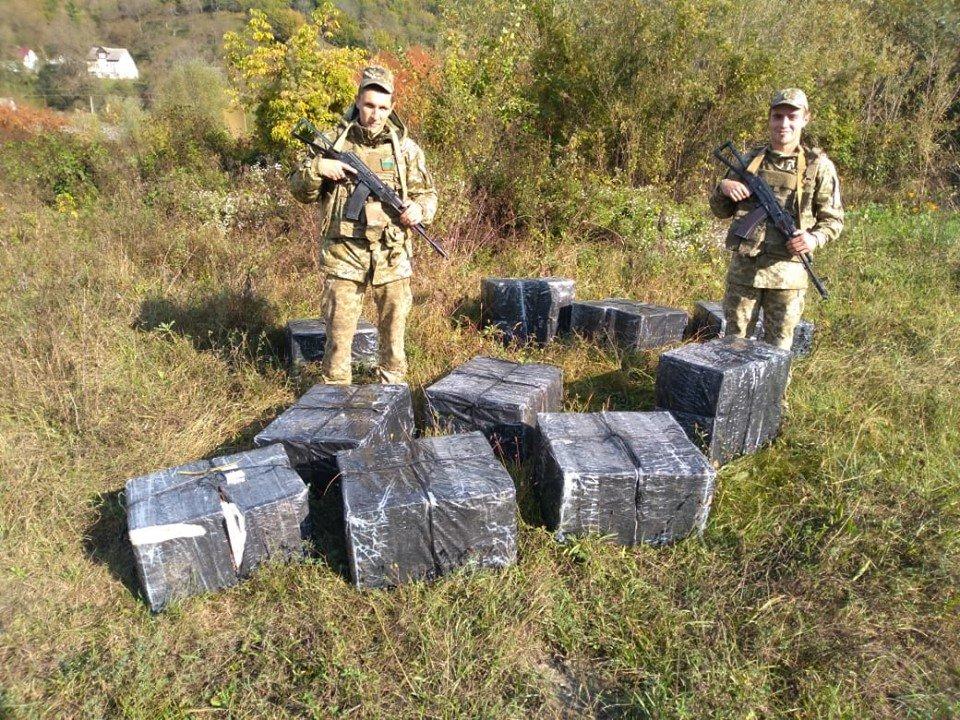 Юні контрабандисти: закарпатці у гідрокостюмах несли до Румунії 9200 пачок сигарет (ФОТО, ВІДЕО), фото-2