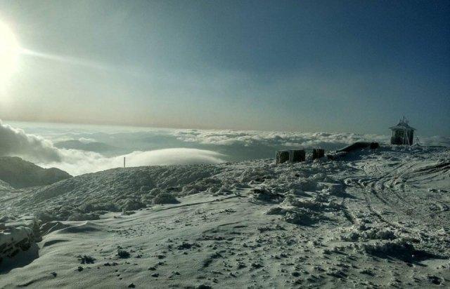 8 жовтня закарпатський Драгобрат зустрів туристів снігом (ВІДЕО), фото-1