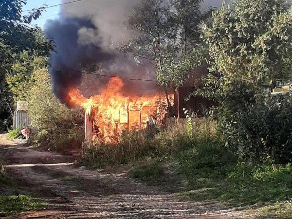 В Ужгороді згорів павільйон, у якому проживав 60-річний чоловік (ФОТО), фото-1