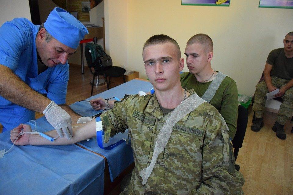 Врятувати життя: На Закарпатті 35 прикордонників стали донорами крові (ФОТО), фото-2