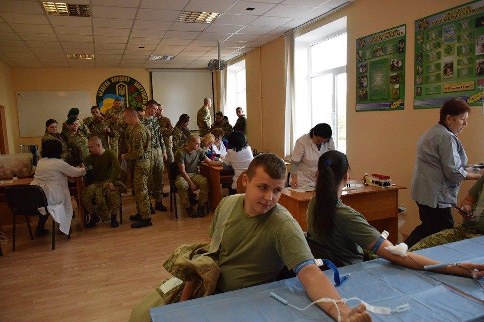 Врятувати життя: На Закарпатті 35 прикордонників стали донорами крові (ФОТО), фото-4