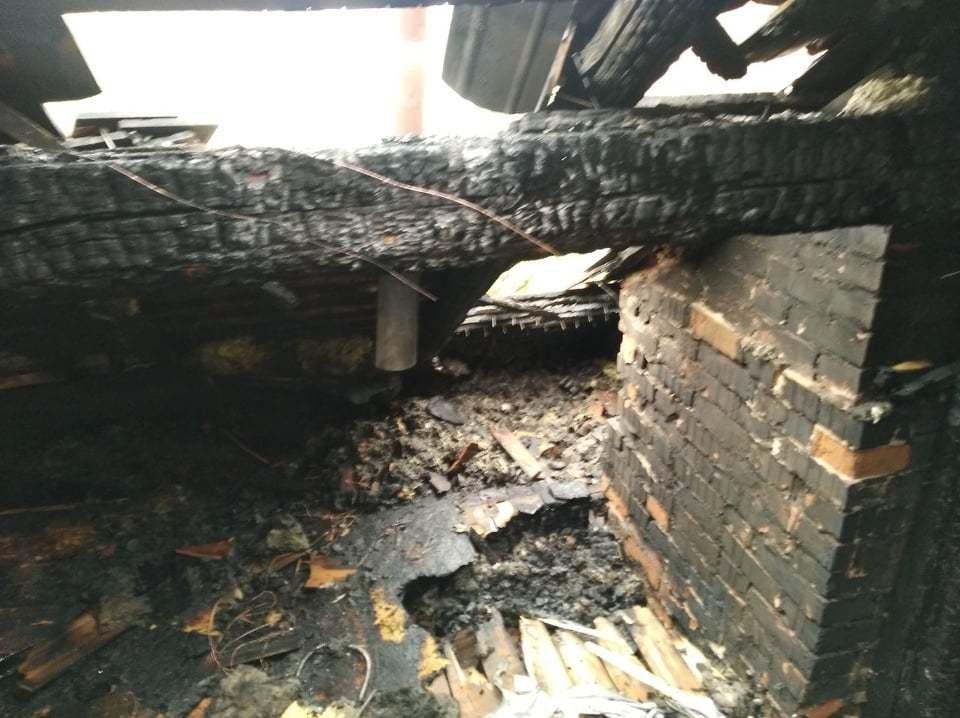 Сім'я Пантьо підозрює, що пожежа у їхньому будинку - помста: з'явились фото з місця пожежі в Ужгороді, фото-8