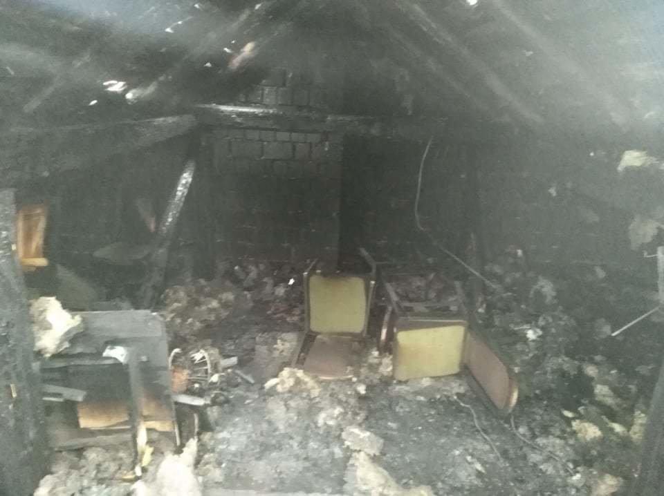 Сім'я Пантьо підозрює, що пожежа у їхньому будинку - помста: з'явились фото з місця пожежі в Ужгороді, фото-9