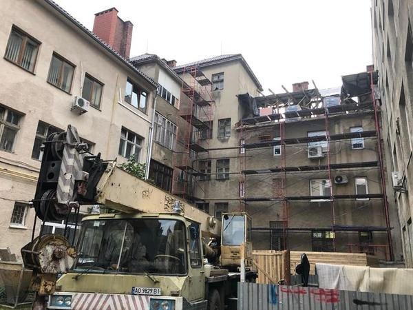 У міськраді Ужгорода прокоментували надбудову в історичному будинку Малого Галагова (ФОТО), фото-1