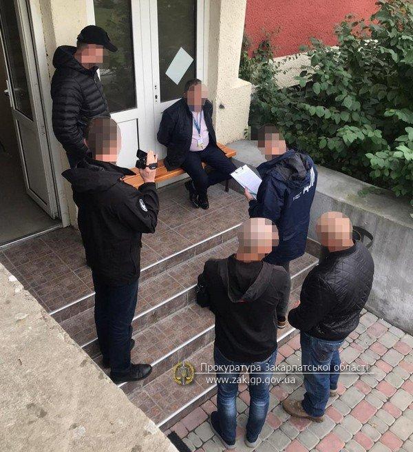 Офіційно про викриття на хабарі в Ужгороді посадовця Державної міграційної служби (ФОТО), фото-1