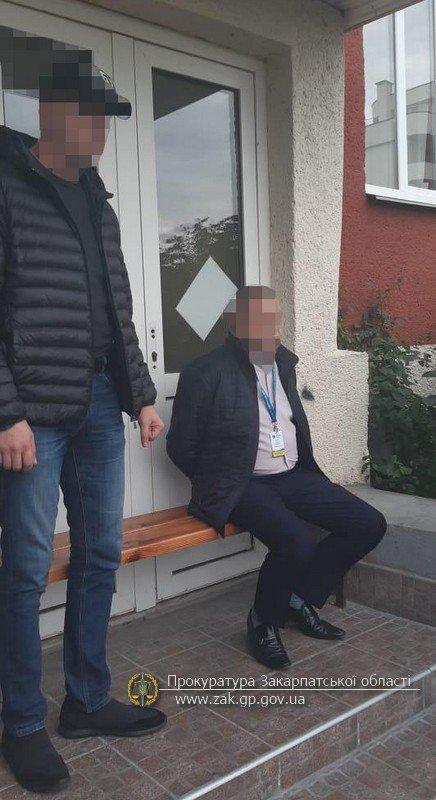 Офіційно про викриття на хабарі в Ужгороді посадовця Державної міграційної служби (ФОТО), фото-3