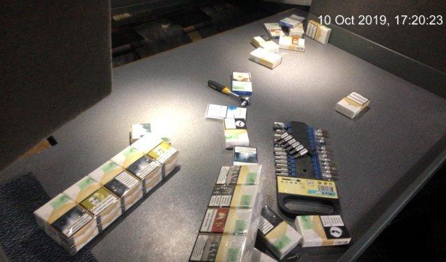 Закарпатські митники виявили в рейсовому автобусі контрабандні приховані цигарки (ФОТО), фото-2