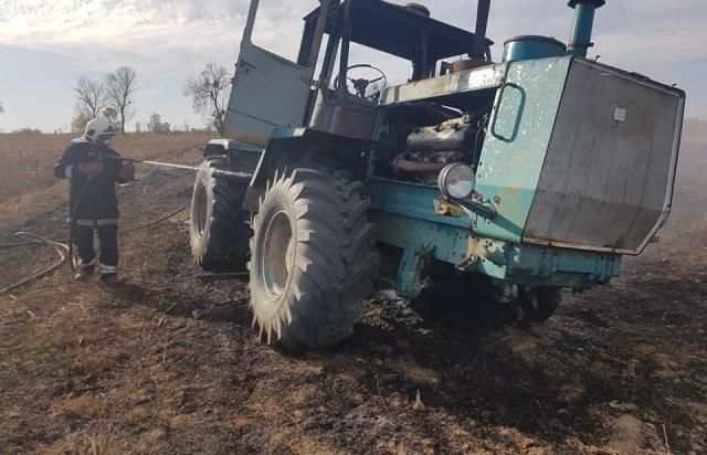 На Берегівщині прямо на полі загорівся трактор (ФОТО), фото-5