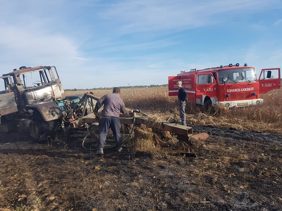 На Берегівщині прямо на полі загорівся трактор (ФОТО), фото-2