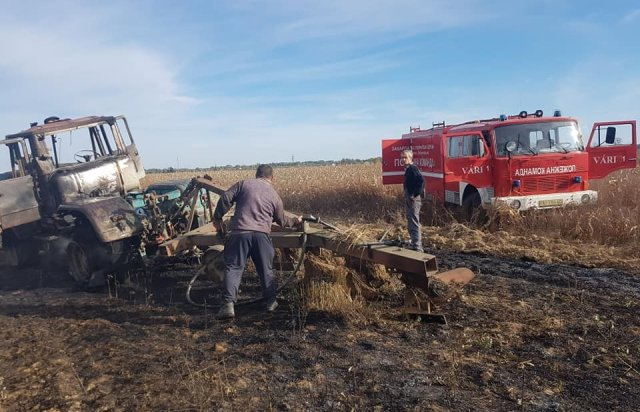 На Берегівщині прямо на полі загорівся трактор (ФОТО), фото-3