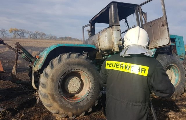 На Берегівщині прямо на полі загорівся трактор (ФОТО), фото-4