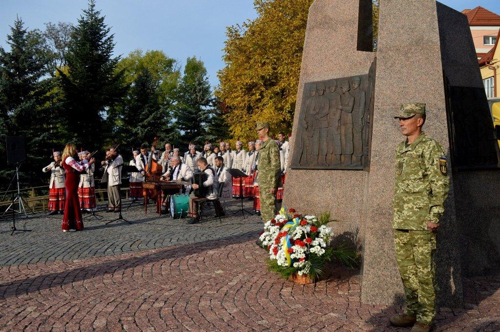 На Закарпатті вшанували військових, які загинули за свободу і незалежність України, фото-3