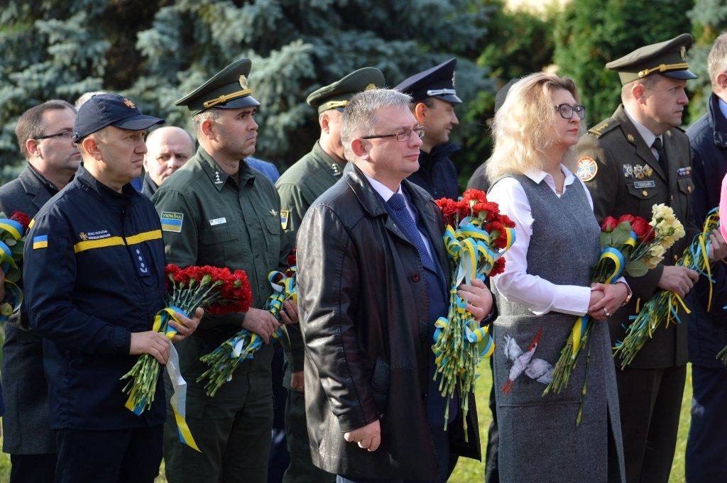 На Закарпатті вшанували військових, які загинули за свободу і незалежність України, фото-4