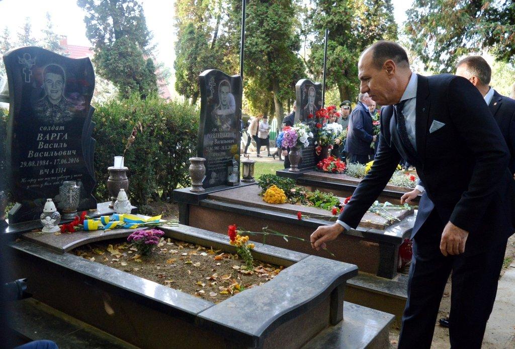 На Закарпатті вшанували військових, які загинули за свободу і незалежність України, фото-7
