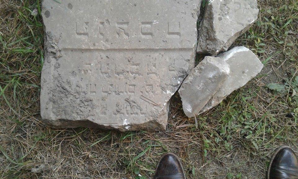 У Чопі в приватному будинку знайшли єврейські надгробні плити датовані 1939 роком (ФОТО), фото-3