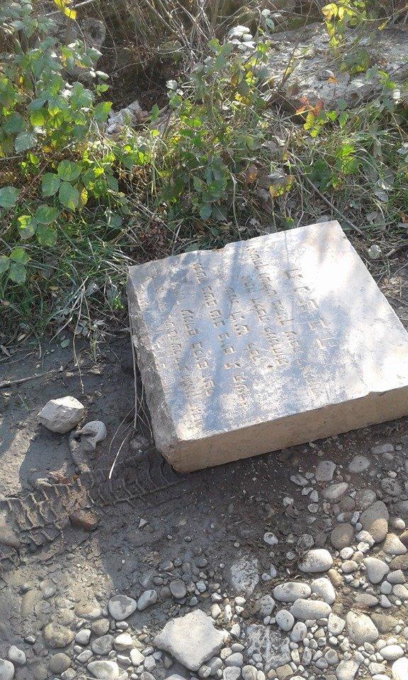 У Чопі в приватному будинку знайшли єврейські надгробні плити датовані 1939 роком (ФОТО), фото-4