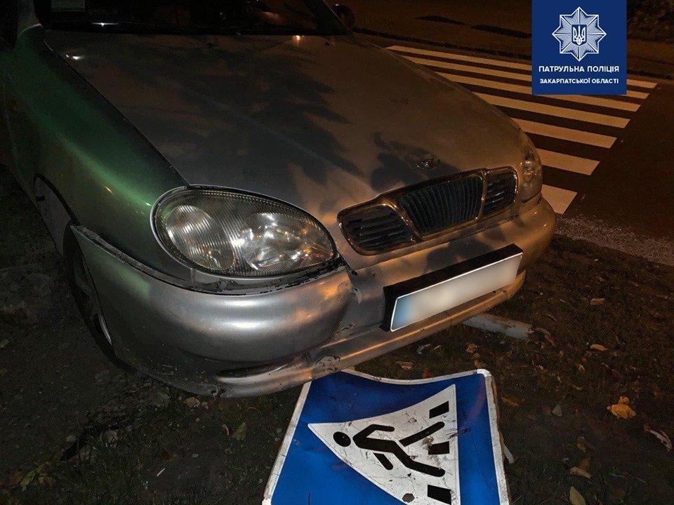 В Ужгороді у водійки, що збила дорожній знак, виявили 2,49 проміле алкоголю в крові, фото-1