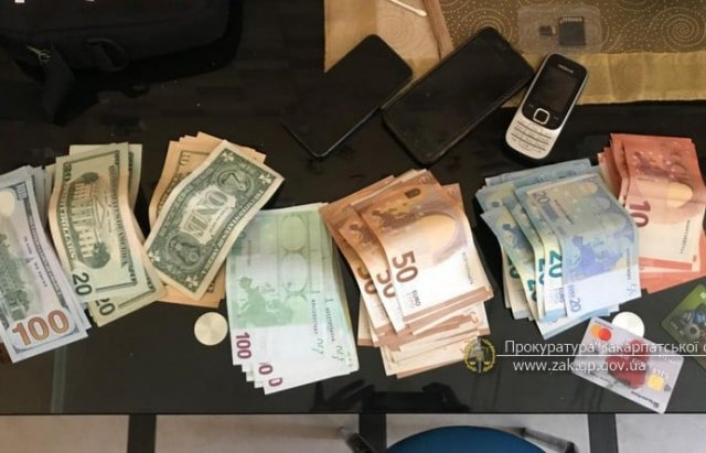 Десятки тисяч доларів та жінка-організатор: З'явилися нові подробиці у гучній справі фальшифомонетників (ВІДЕО, ФОТО), фото-6