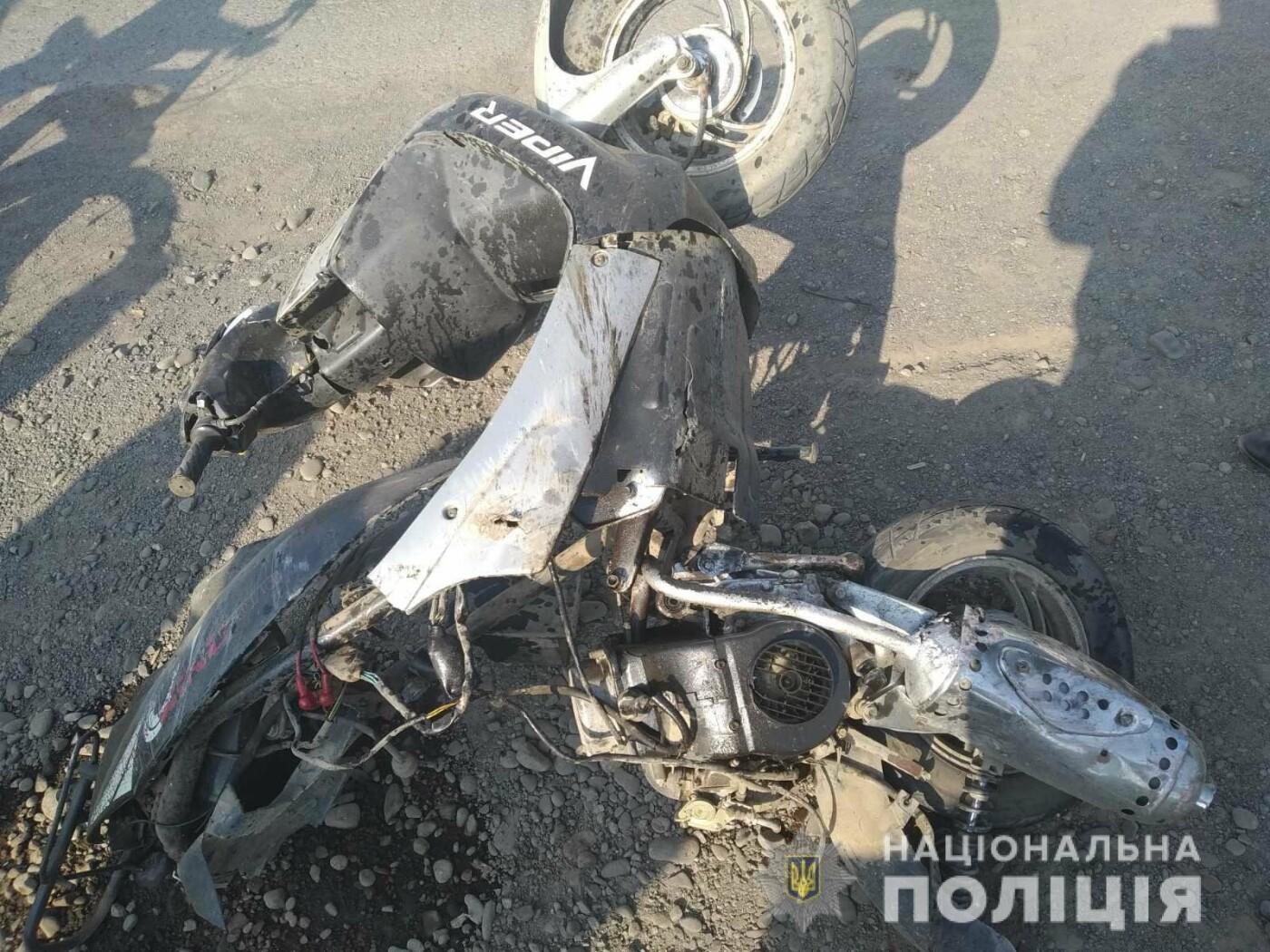 Момент смертельного зіткнення скутериста з «Mercedes» на Закарпатті попав на камеру (ВІДЕО), фото-2