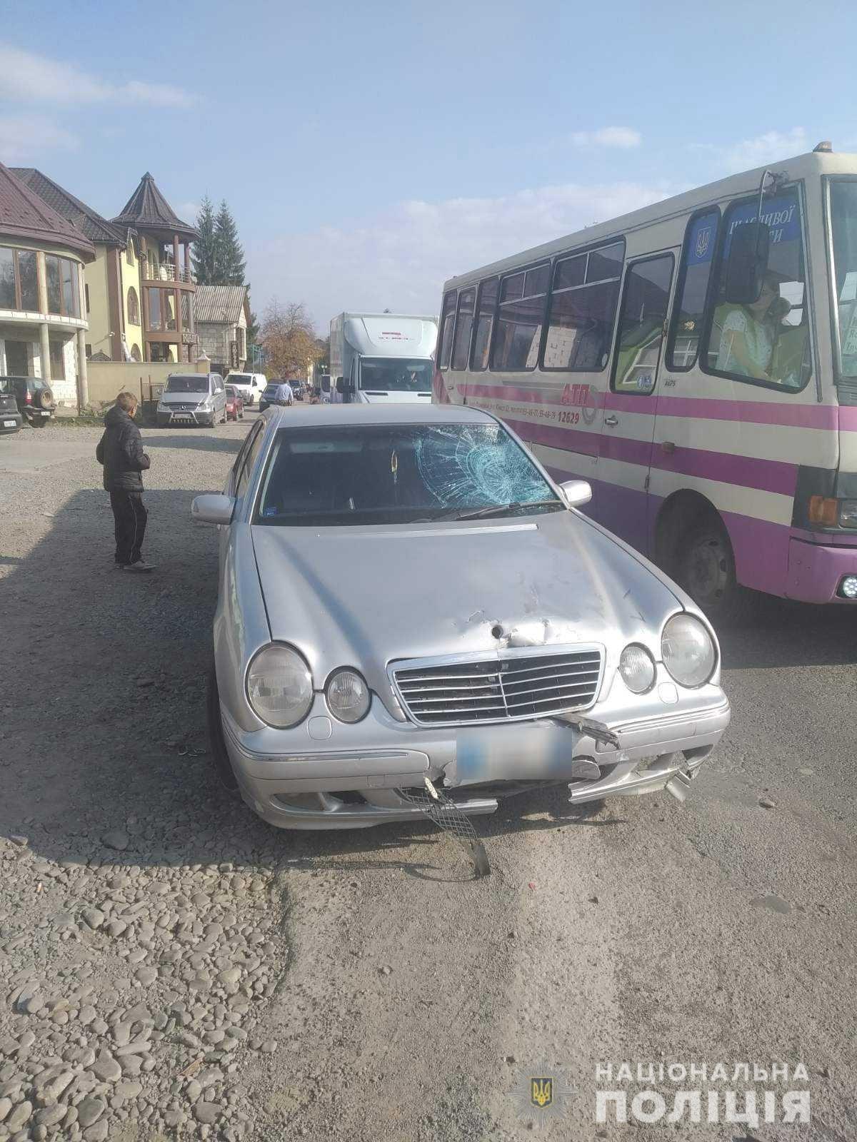 Момент смертельного зіткнення скутериста з «Mercedes» на Закарпатті попав на камеру (ВІДЕО), фото-1