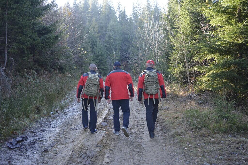 Закарпатські рятувальники цілу ніч шукали в лісі двох підлітків, фото-1