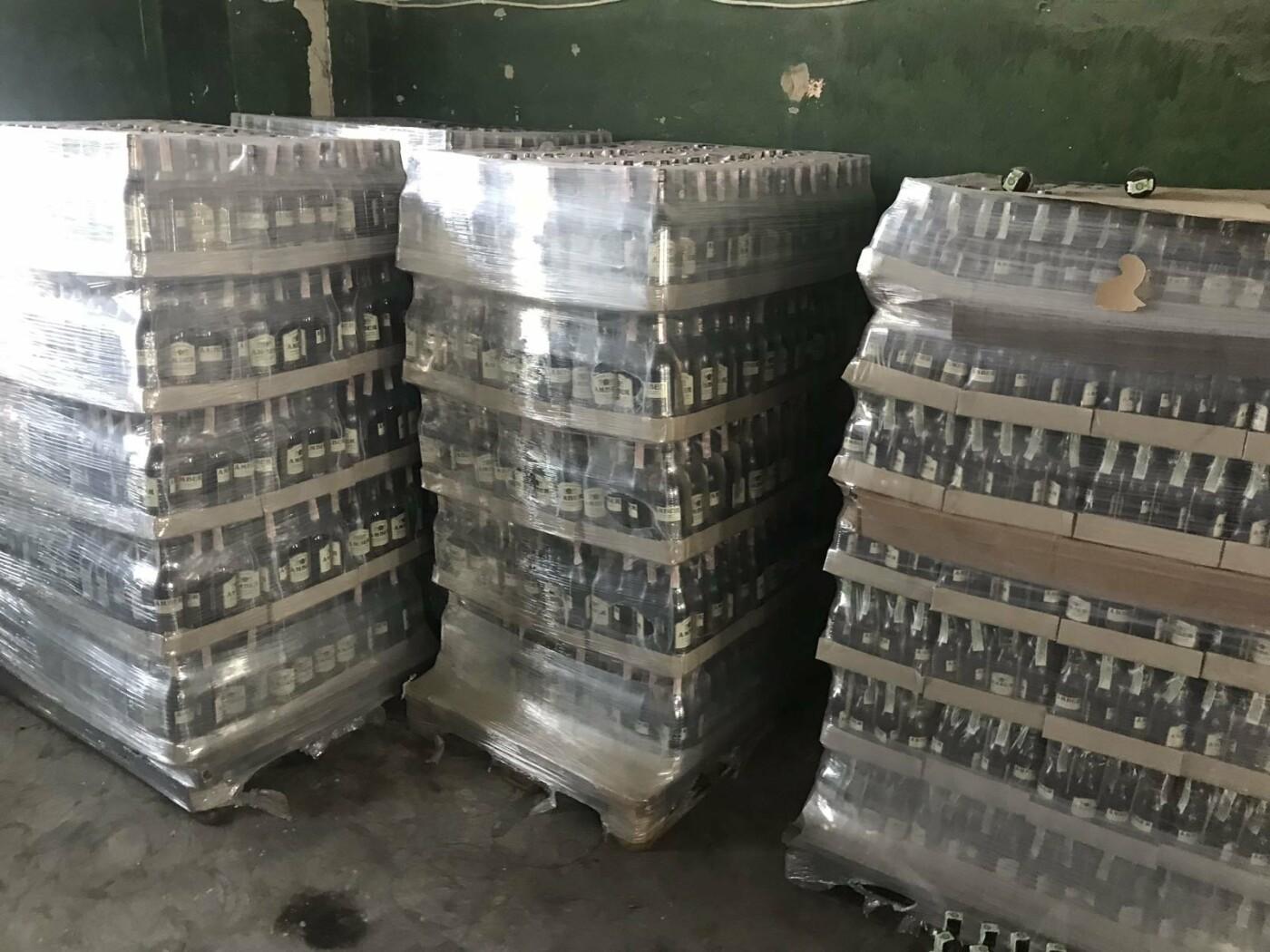 Податківці вилучили в Ужгороді  партію алкоголю вартістю понад 2 млн грн (ФОТО), фото-5