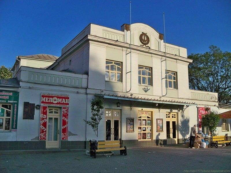 На місці театру ляльок в Ужгороді - громадська вбиральня?, фото-1