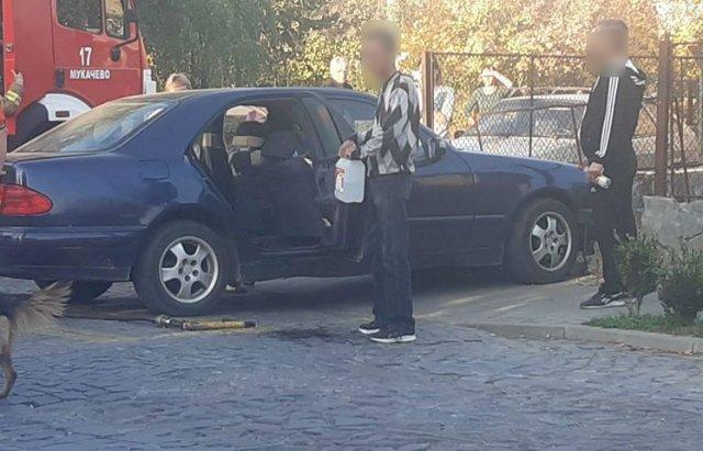 У Мукачеві екс-працівник ДАІ за кермом Mercedes біля школи влетів у паркан - ЗМІ, фото-1