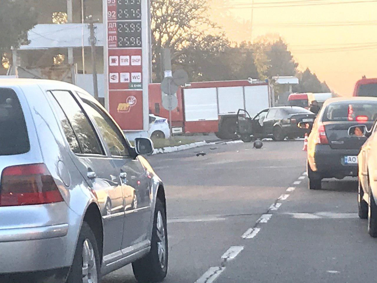 ДТП на Закарпатті: Мотоцикл зіштовхнувся зі Skoda, один із транспортних засобів спалахнув (ФОТО), фото-1