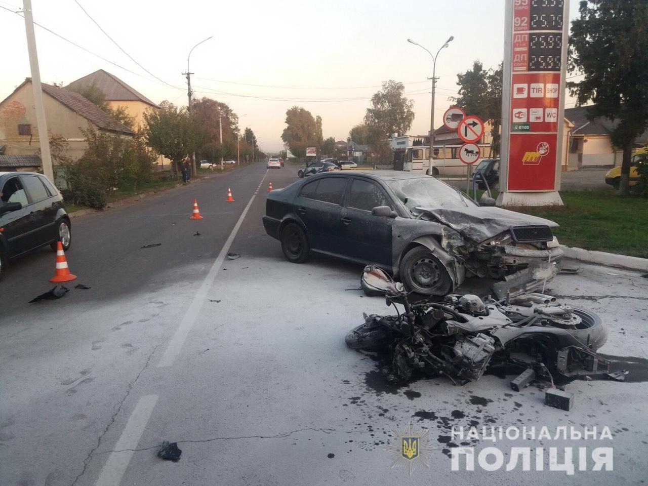 Офіційні подробиці смертельного зіткнення «Skoda Octavia» з мотоциклом у Мукачеві, фото-1
