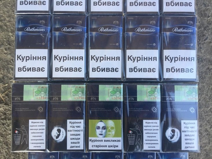 Закарпатські прикордонники зупинили іноземця, який намагався провезти через кордон контрабандні цигарки (ФОТО), фото-1