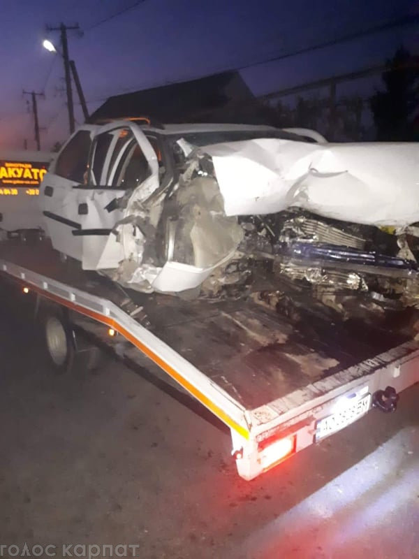 На Виноградівщині авто зіткнулось з бетонним обмежувачем - водій загинув, фото-3