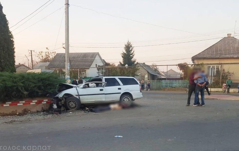 На Виноградівщині авто зіткнулось з бетонним обмежувачем - водій загинув, фото-2