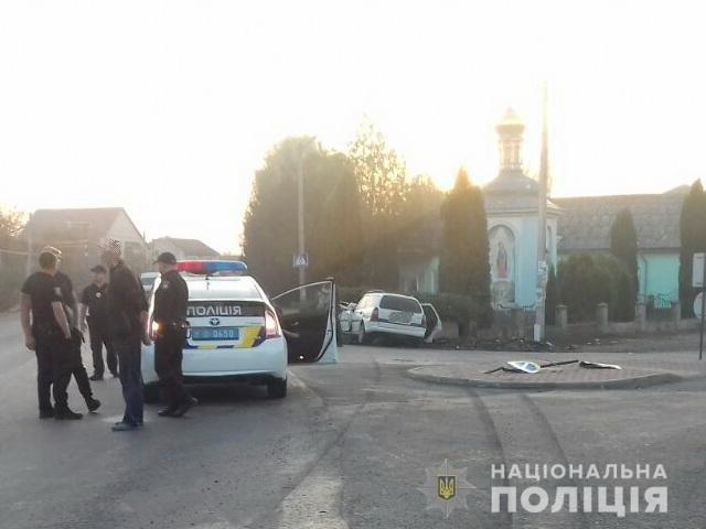 Зіткнувся з бетонним відбійником: Закарпатські поліцейські встановлюють обставини смертельної ДТП (ФОТО), фото-2