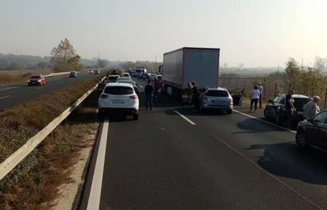 Аварія по той бік кордону: На швидкісній трасі  в Угорщині зіткнулось 12 автомобілів (ФОТО), фото-2