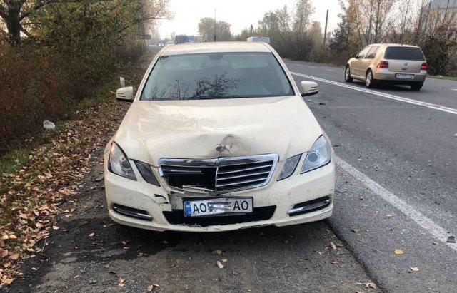 В Ужгороді на об'їзній у зіткненні Renault та Mercedes постраждало двоє людей (ФОТО), фото-1