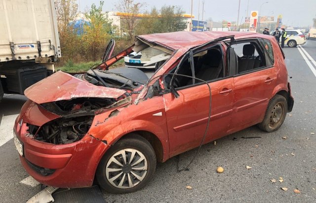В Ужгороді на об'їзній у зіткненні Renault та Mercedes постраждало двоє людей (ФОТО), фото-2