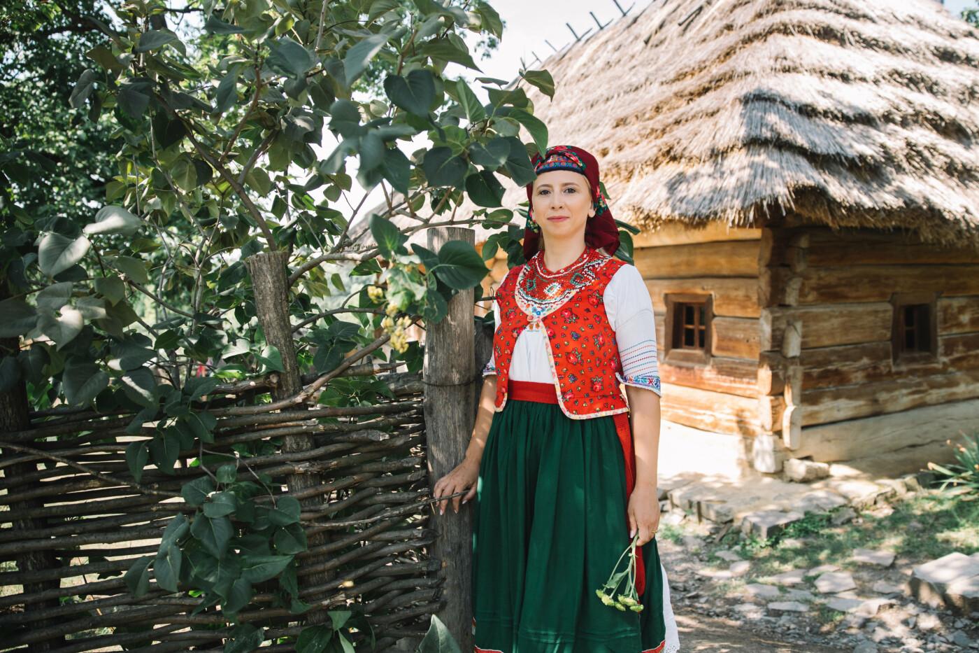 Історичне вбрання жінок Закарпаття презентували в сучасних образах (ФОТО, ВІДЕО), фото-9
