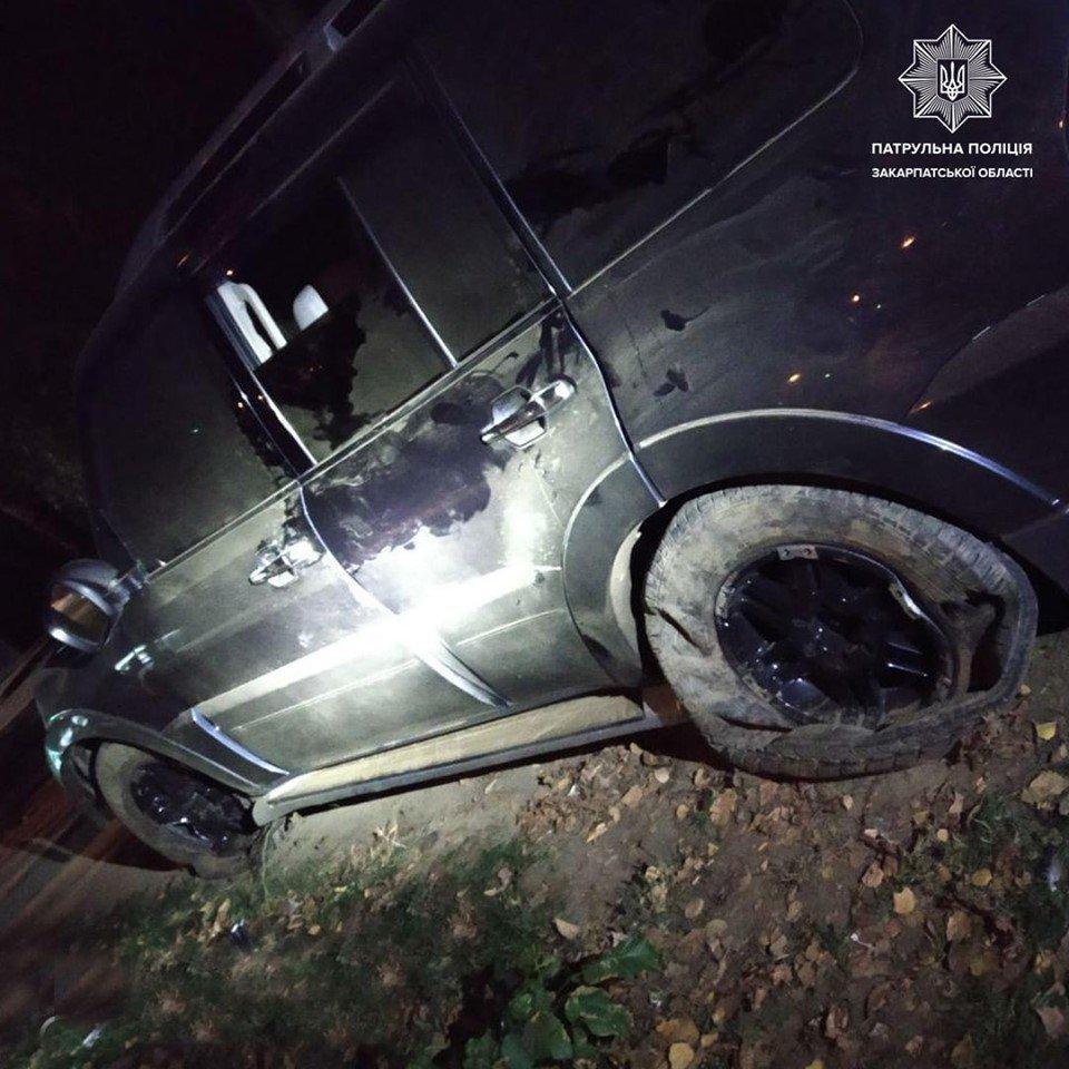 В Ужгороді нетверезий водій заїхав на клумбу (ФОТО), фото-1