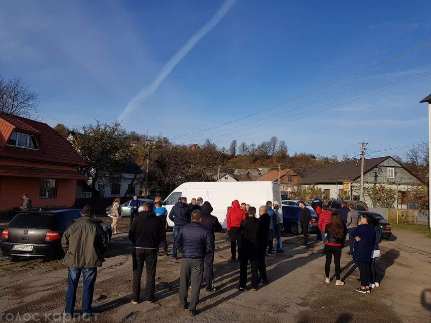 На Хустщині селяни блокували рух авто - вимагають ремонту доріг (ФОТО, ВІДЕО), фото-1