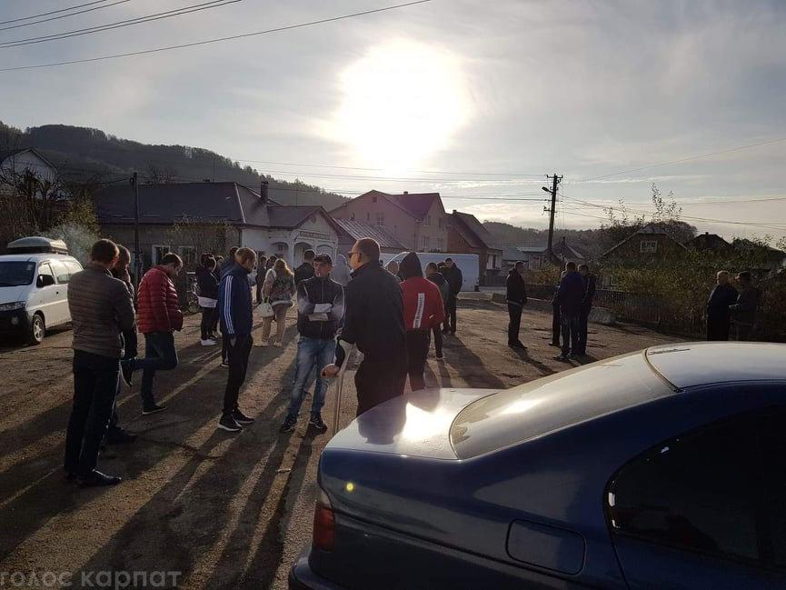 На Хустщині селяни блокували рух авто - вимагають ремонту доріг (ФОТО, ВІДЕО), фото-2
