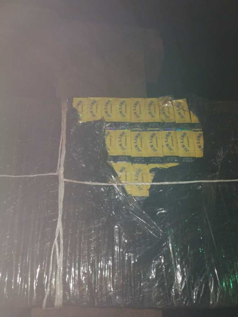 На Закарпатті у потязі з рудою знайшли 950 пачок цигарок (ФОТО), фото-1