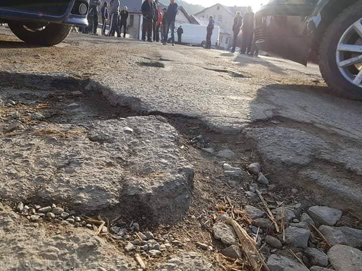 На Хустщині селяни блокували рух авто - вимагають ремонту доріг (ФОТО, ВІДЕО), фото-3